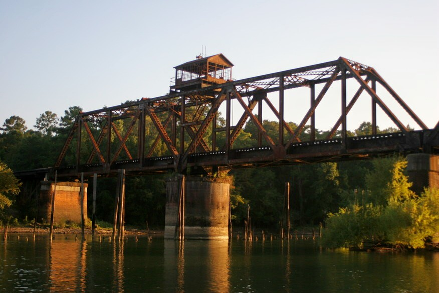 Train_Trestle_Lumber_City_June_2013.jpg